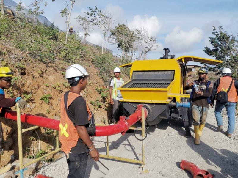 60 pompa beton diesel di Lombok