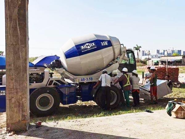 mixer yang memuat sendiri di Tanzania