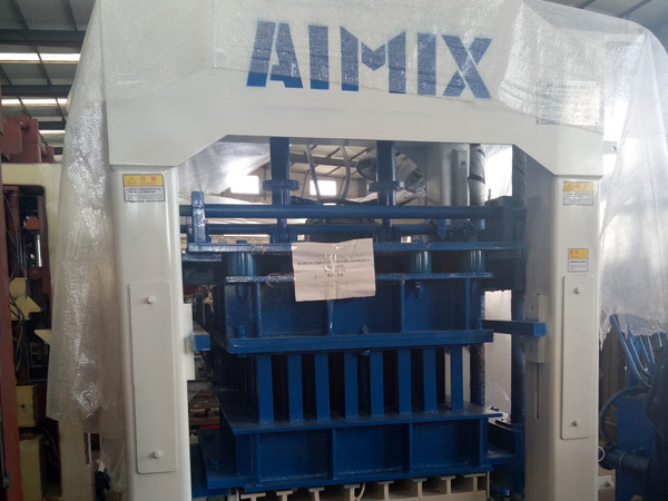 Aimix-concrete-block-machine-exported-to-Dominica-2