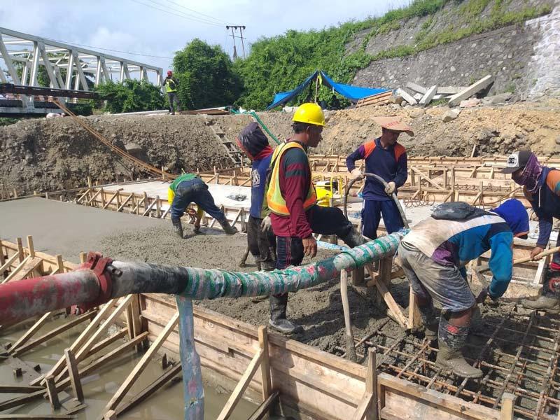 concrete pump construction site